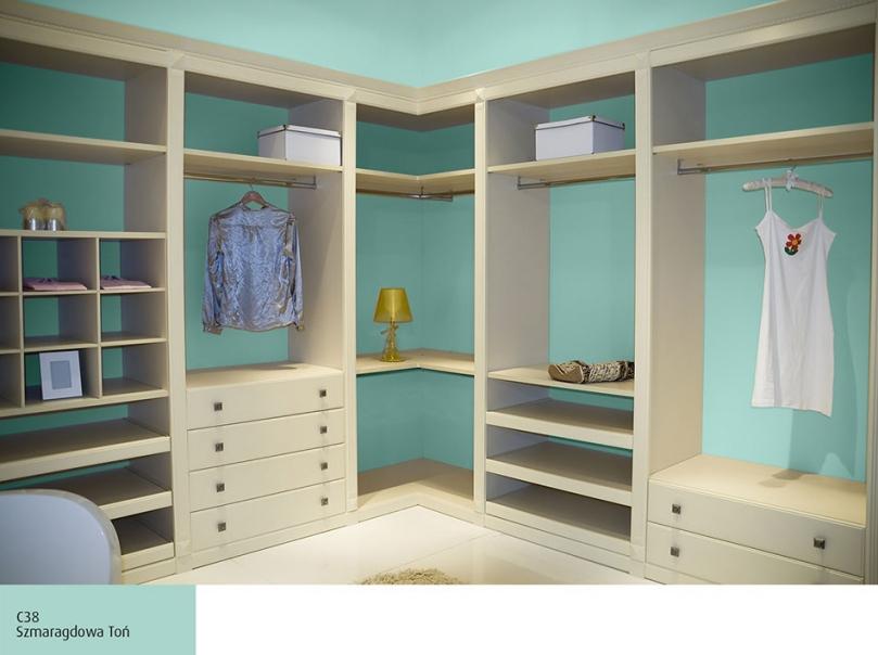 Garderoba, ściany pomalowane Magnat Ceramic Szmaragdowa Toń C38